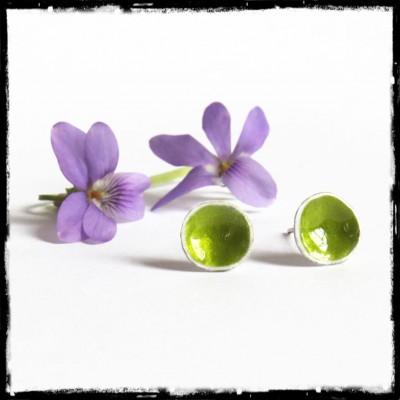 Puces d'oreilles de créateur Argent massif et émaux véritables- vert anis - forme organique