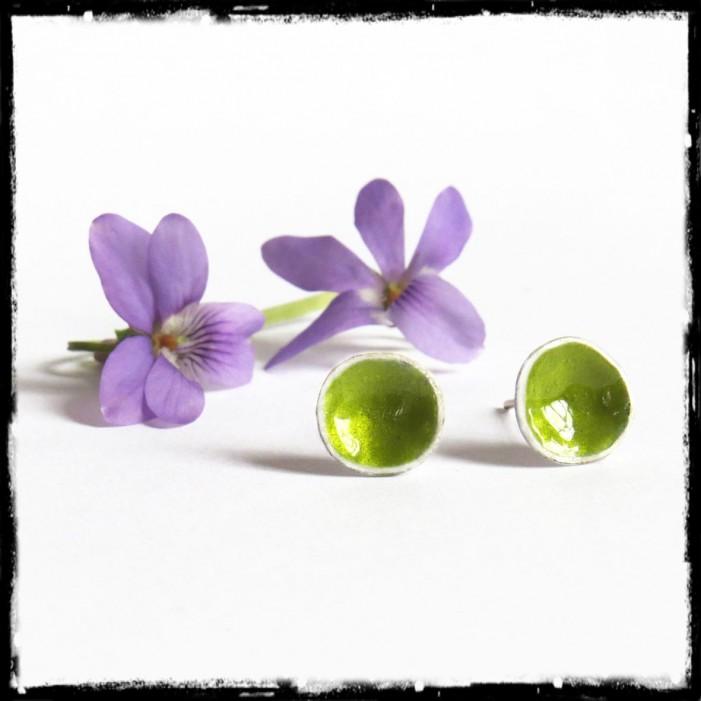 Puces d'oreilles design argent massif vert anis rondes irrégulières