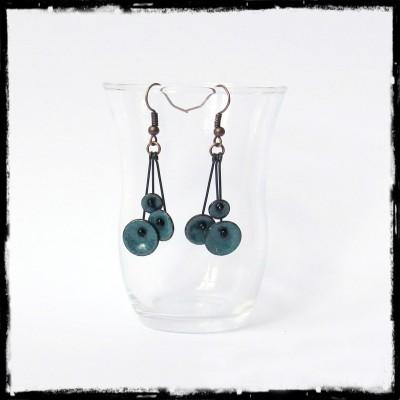 """Boucles d'oreilles pendantes """"Petites fleurs """" bleu- émaux sur cuivre - pendants - Légères et romantiques -  bijoux de créateur"""