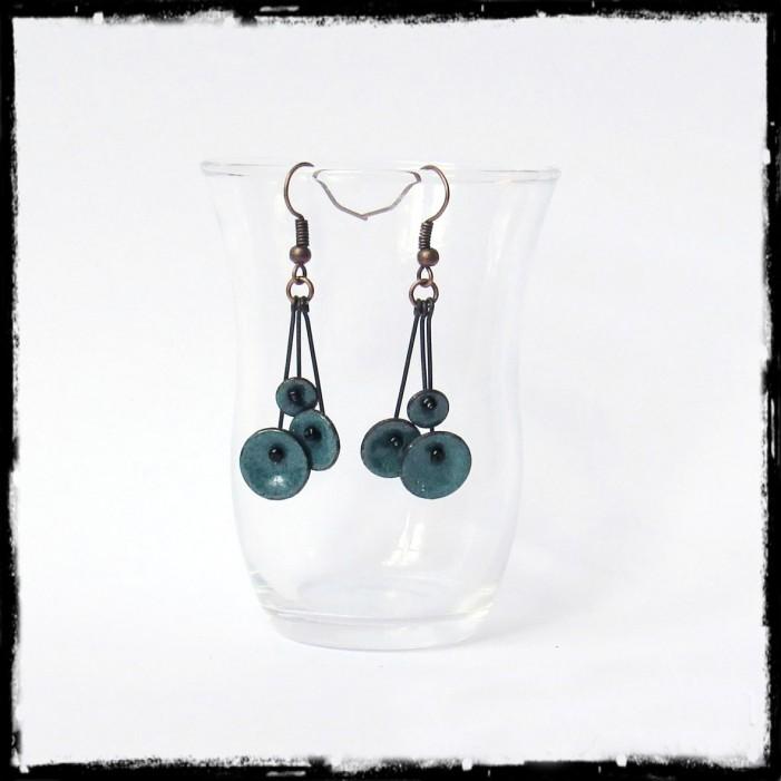 """Boucles d'oreilles pendantes """"Petites fleurs """" Jaune- émaux sur cuivre - pendants - Légères et romantiques - bijoux de créateur"""