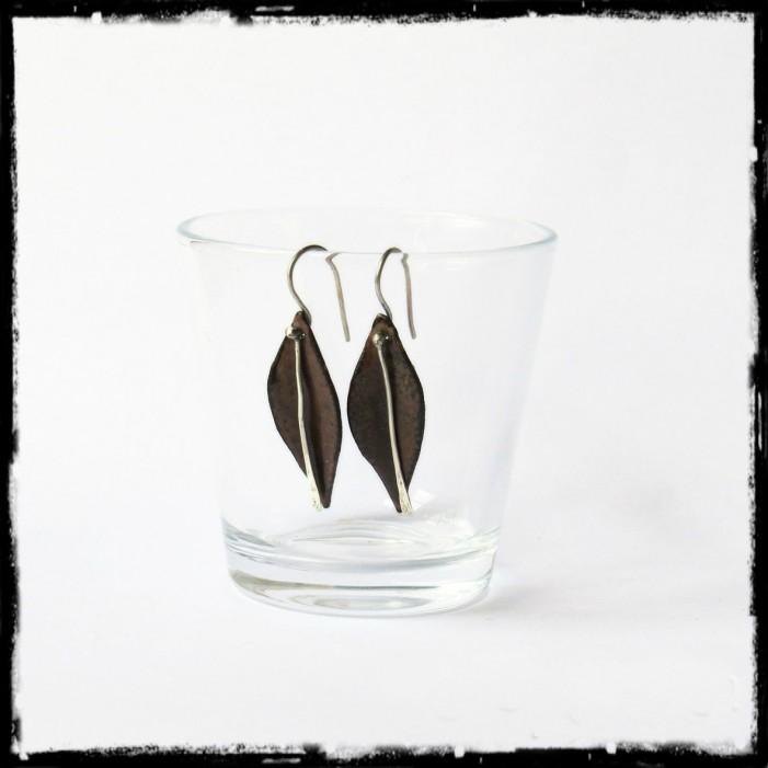 Boucles d'oreilles longues - Design - Forme Feuille- Emaux sur cuivre - Marron - Argent 950