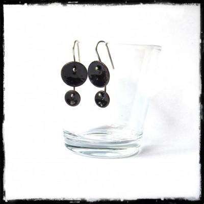 """Boucles d'oreilles pendantes """"Petites fleurs """"  doubles noires- Emaux sur cuivre - Style design et romantique -  2 en 1"""