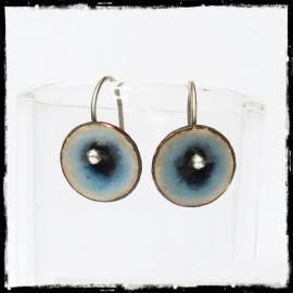 Boucles d'oreilles courtes Style Romantique - fleur émaux sur cuivre transparent dégradé de bleus - Tige en argent massif