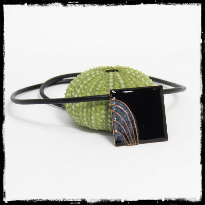 """ollier pendentif Collection """" Nervures"""" emaux cloisonnés  noir - bleu"""