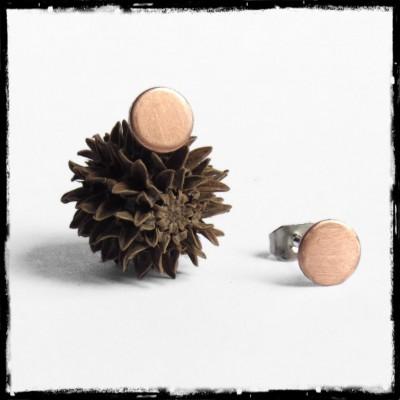 Puces d'oreilles minimalistes rondes en cuivre finition mate brossée- modernes Tige inox