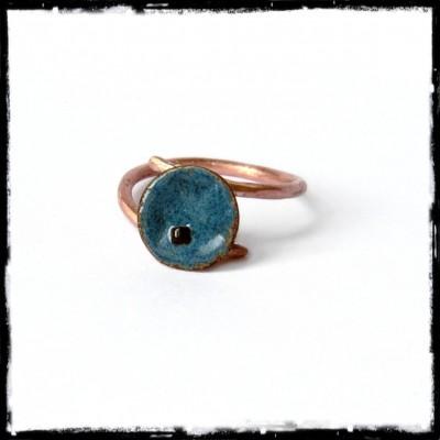 Romantic ring with enamel copper flower