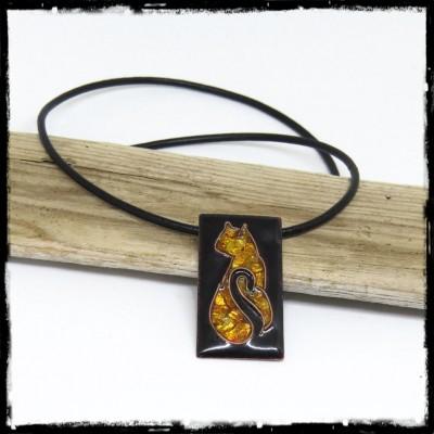 Collier pendentif Chat emaux cloisonné paillon d'argent imitation ambre