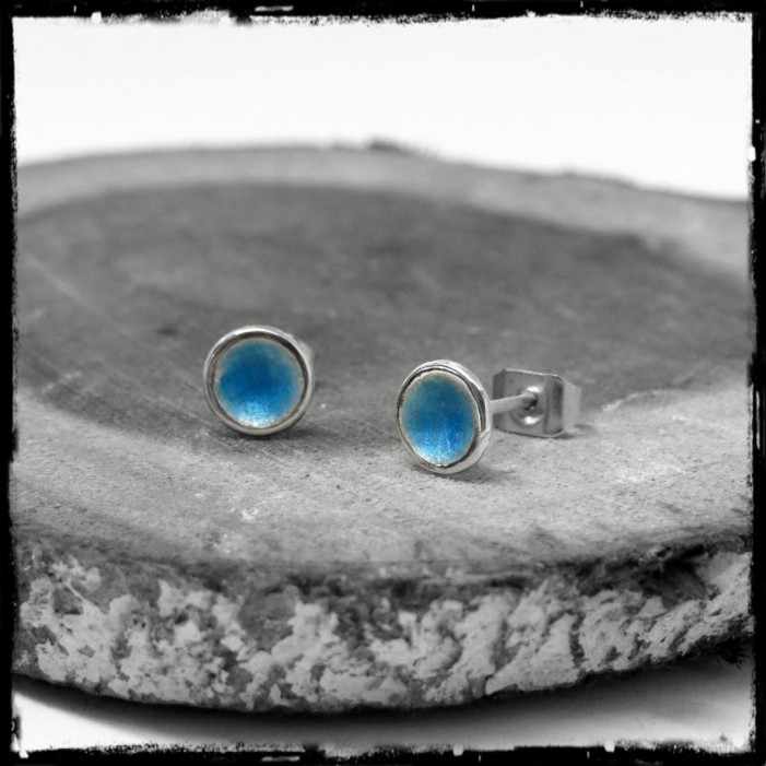 tiny silver earstud blue gray round