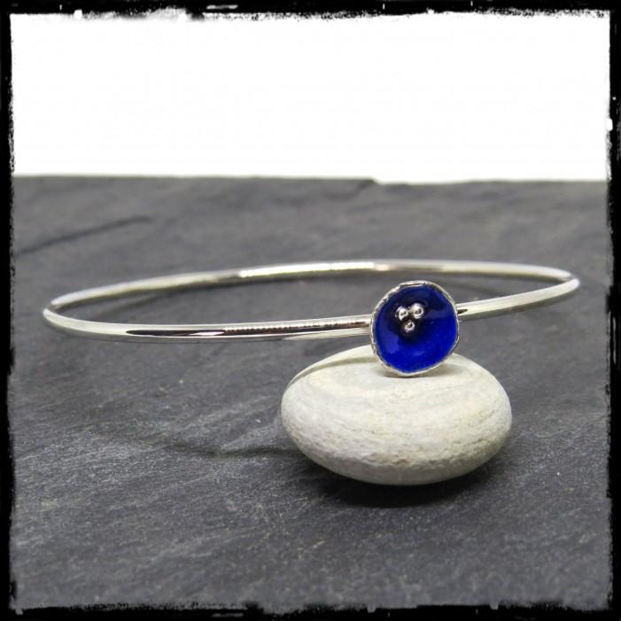 Jonc rond argent massif style romantique fleur argent et emaux bleus