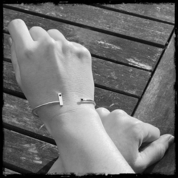 Sterling Silver Bar open bracelet bangle open Solid 925 contemporary black glass point design