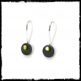 Contemporary and minimalist earrings in 925/100 Sterling silver and native gold grain