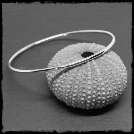 Sterling silver closed round bangle