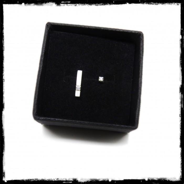 Puces d'oreilles barre dissymétriques minimaliste argent massif et oxyde de zirconium