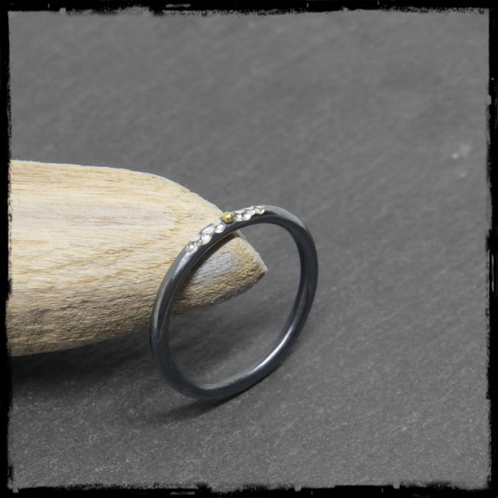 Design and contemporary ring Sterling silver and native gold ball-