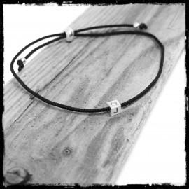 Bracelet fin cordon soie réglable dé argent 925 oxyde de zirconium et initiale personnalisable