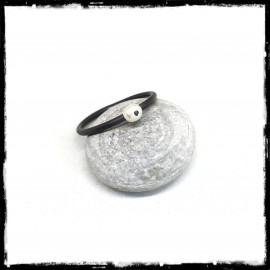 Minimalist ring in oxidized solid silver and mother pearl