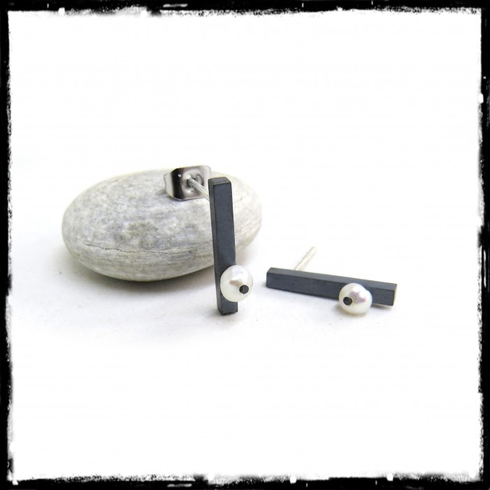 Contemporary earrings in oxidized solid silver and cultured pearl