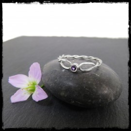 Fine braided ring in sterling silver and gemstone
