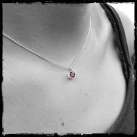Bezel-set round garnet and sterling silver pendant necklace - Minimalist and elegant