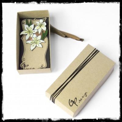 Marque-Page fleur de lys blanche signet emaux sur cuivre