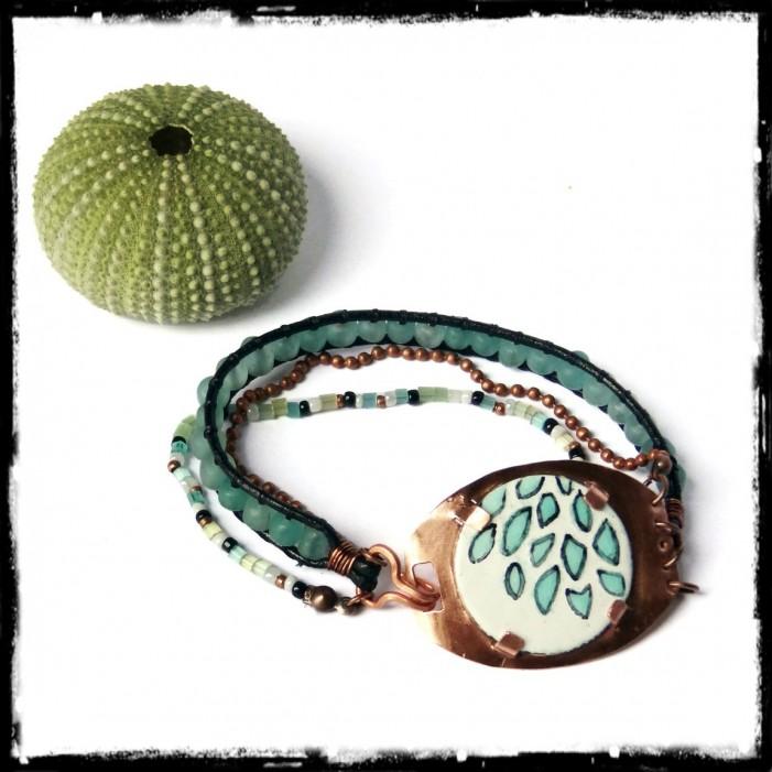 Bracelet rustique en cuir perles de verre vert et bleu