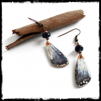 Long earrings - original tribal style white and deep blue - enamels on copper - Glass Beads