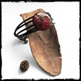Bracelet femme en cuir - médaille emaux sur cuivre style rustique rouge et noir - effet wrap