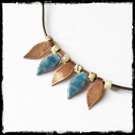 Collier court style Ethnique - Pendentif feuilles en Cuivre émaillé et cuivre patiné - Bijou de créateur -