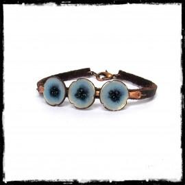 Bracelet  romantique - Fleurs bleues - Emaux sur cuivre - Rustique et elegant -  bracelet cuir - bracelet de créateur