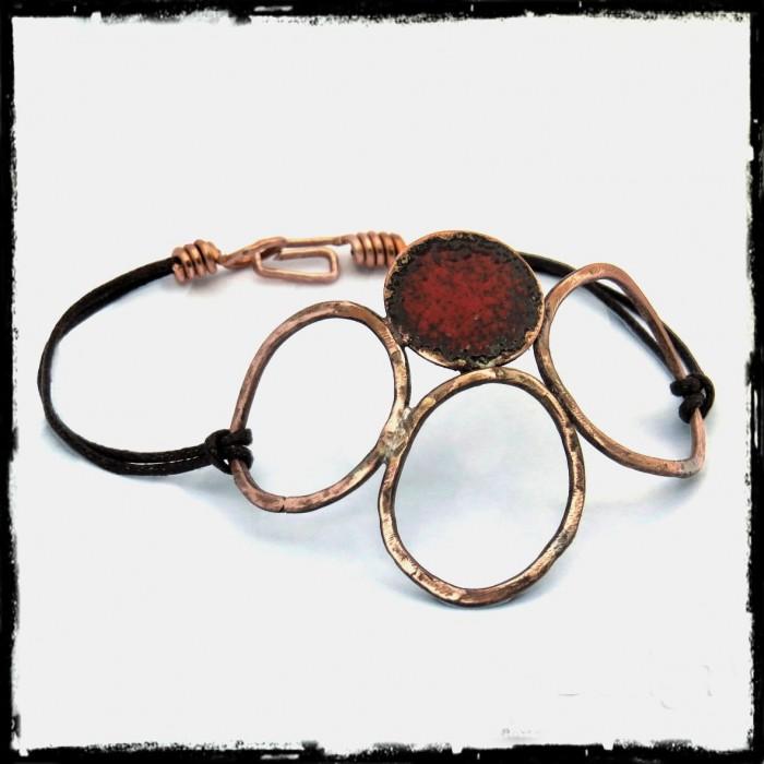 Bracelet   - Rustique et elegant -  bracelet cuir - bracelet de créateur- rouge ecarlate